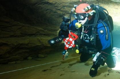 Höhlentauchen heute: Test von Vermessungsgerät Bild : Dr.Dr. Axel Mahler
