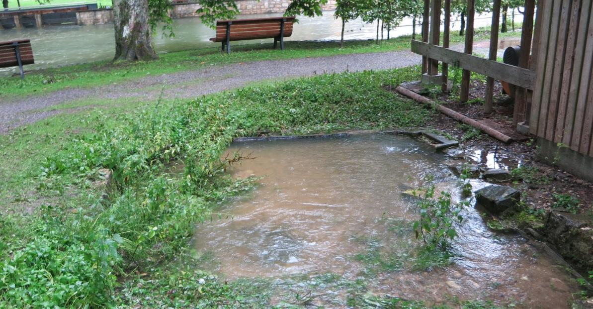 Der Quelltopf über dem Waller bei Hochwasser